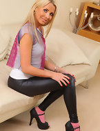 porn fotos sexy cuties clothed in black leggings. Darksome leggings taut big arse and legs wrap around those sexy big arse cuties
